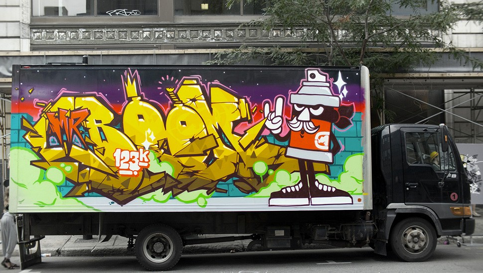 123klan-scien-Klor-the-Under-Pressure-montreal-street-art-graffiti-garage-wall-painting-canada-art-urbain-2011-web