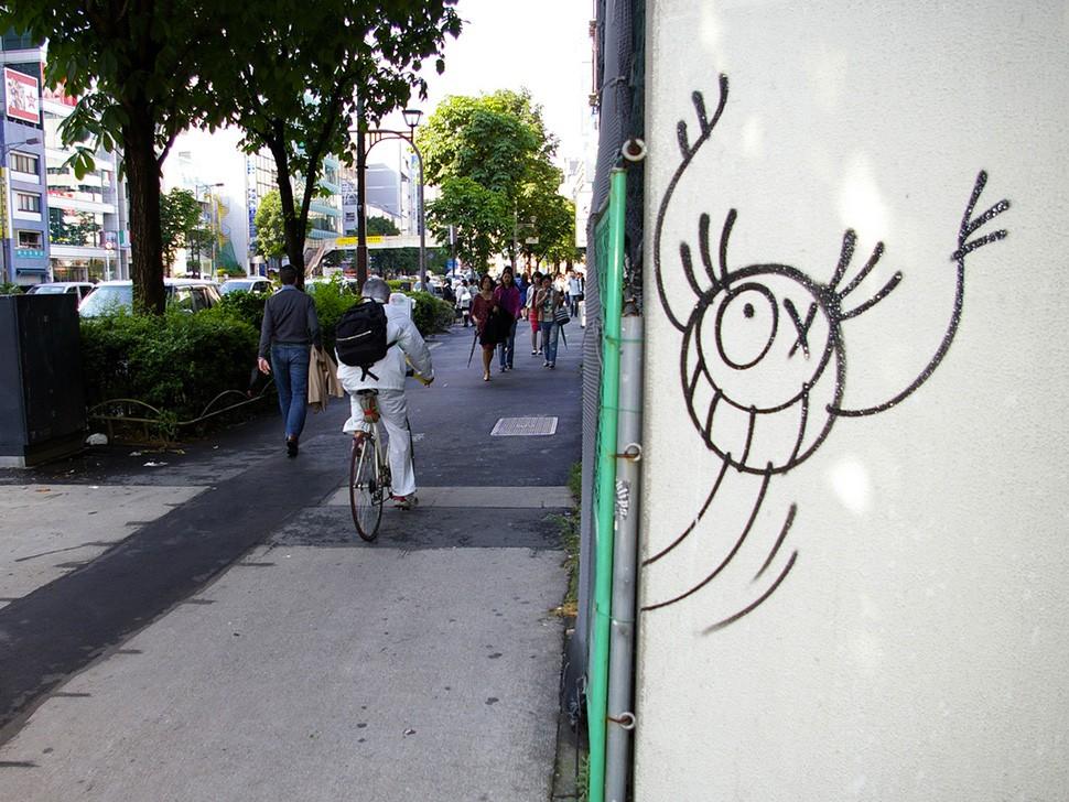 Andre-Saraiva-Mr-A-Aoyama-Tokyo-street-art-graffiti-building-wall-painting-street-art-urbain-2005-web