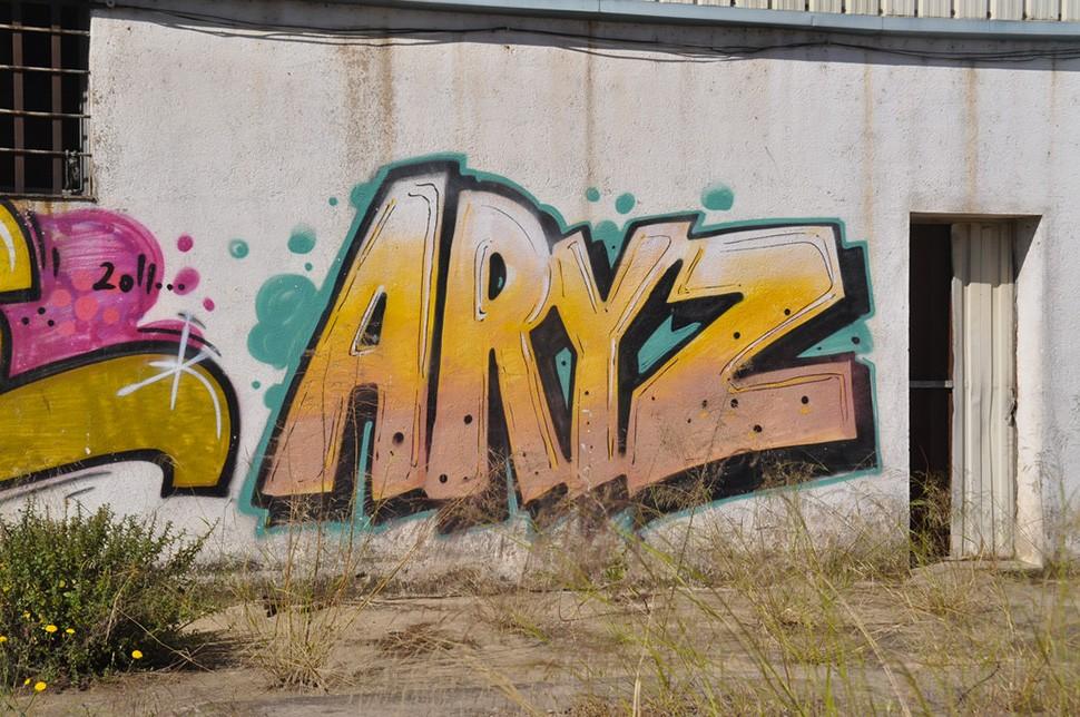 Aryz-graffiti-wall-mural-painting-street-art-urbain-2012-web