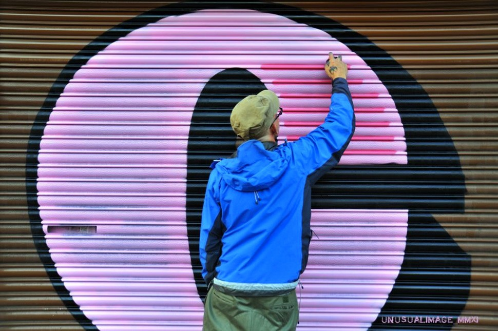 Ben-Eine-london-letter-c-graffiti-spray-bomb-wall-painting-street-art-urbain-2011-web