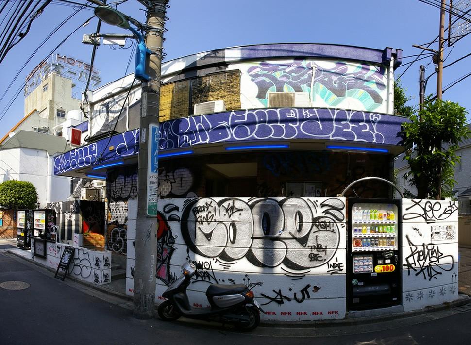 Cope2-Shin-Okubo-Japan-graffiti-wall-painting-print-street-art-urbain-2007-web