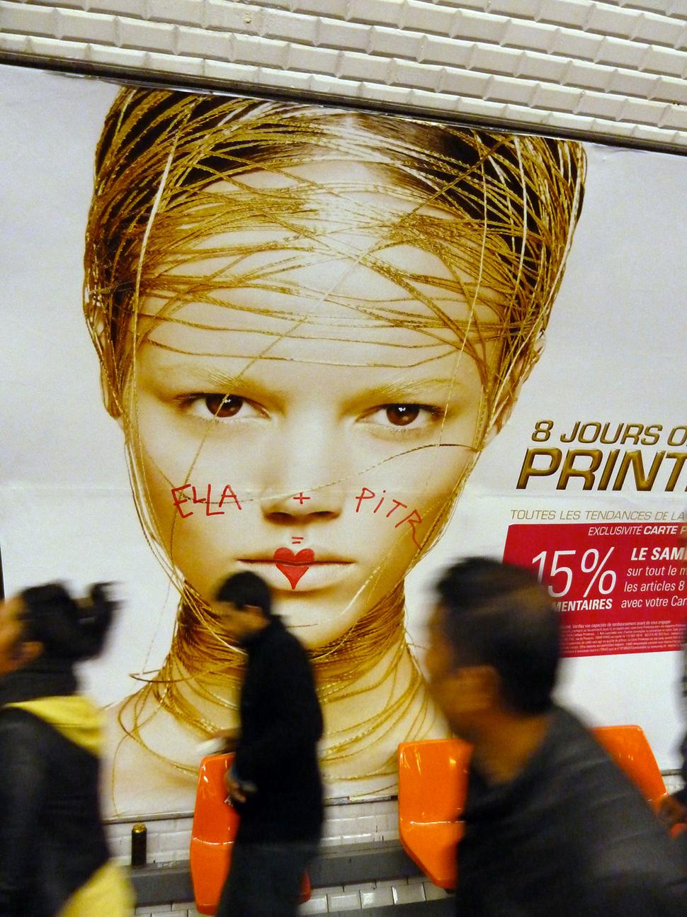 Ella-&-Pitr-paris-metro-graffiti-street-art-ubrain-les-papiers-peintres-france-2014_1-web