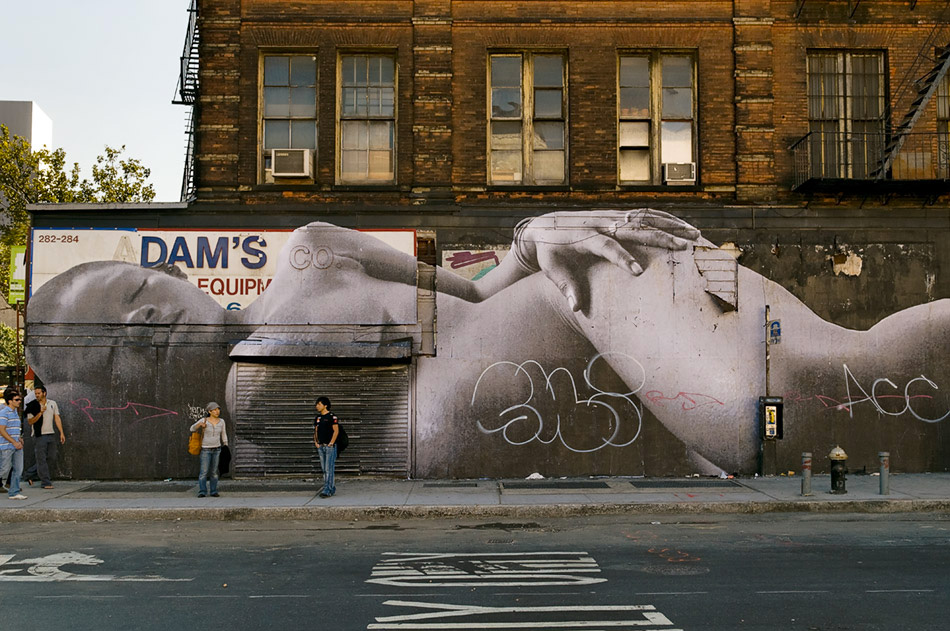 JR-giant-picture-women-from-africa-lower-east-side-2008-web