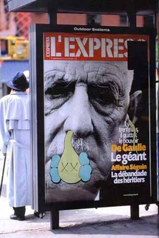 Kaws-graffiti-bendy-advertising-Paris-l'express-journal-web