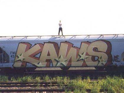 Kaws – Vieux graffiti sur un train