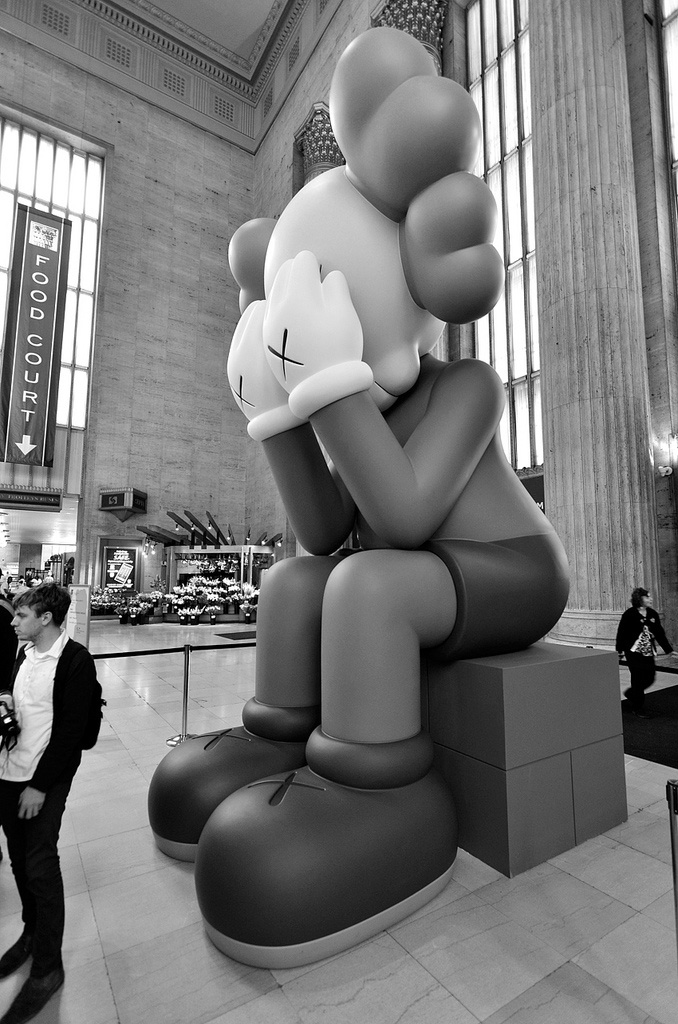 Kaws-sculpture-Passing-Through-2013-New-York-train-web