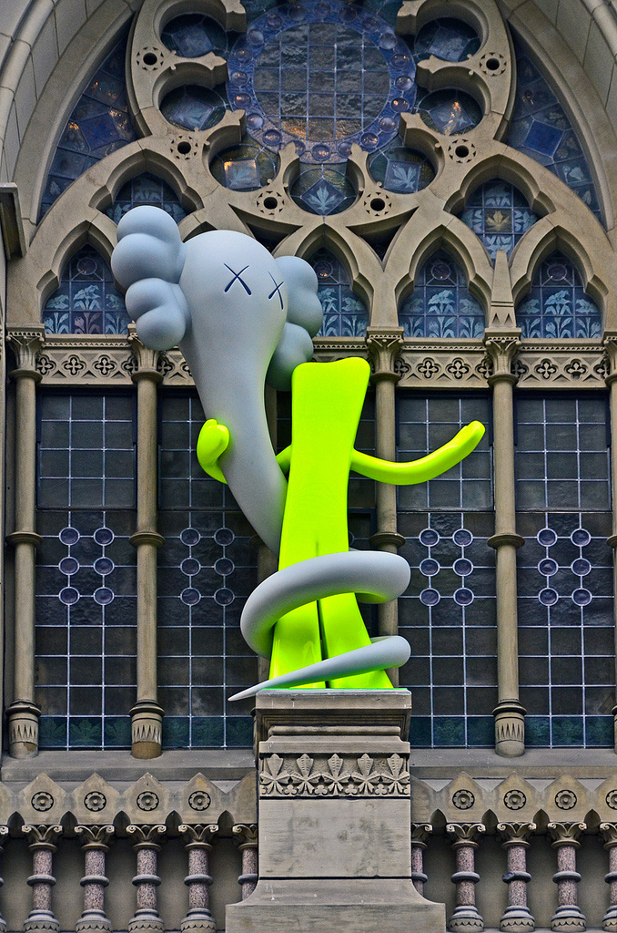 Kaws-sculpture-Pennsylvania-Academy-of-the-Fine-Arts-2013-web