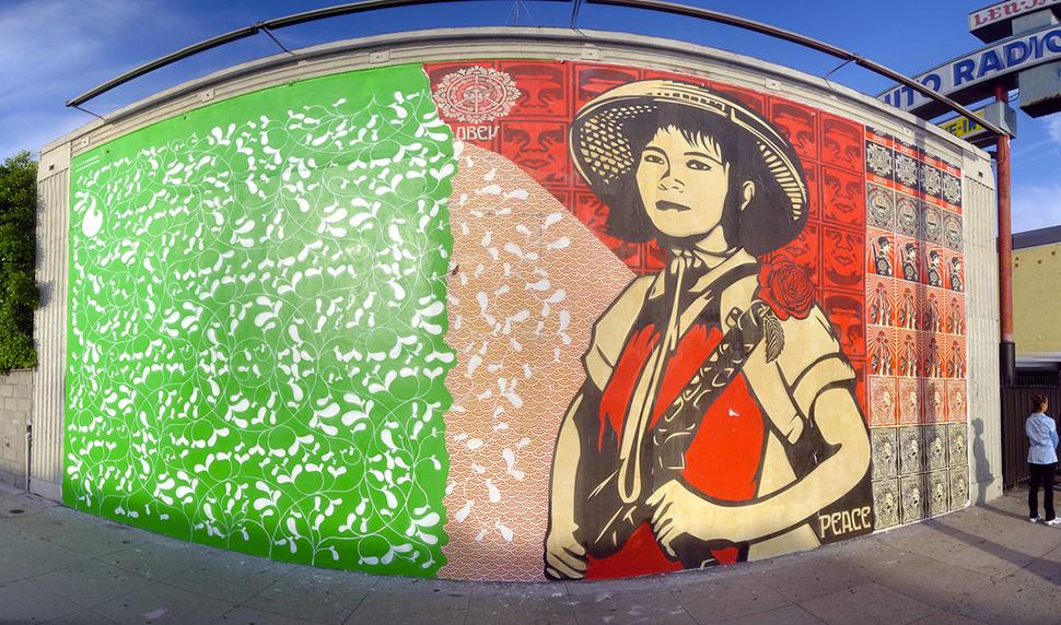 Shepard-Fairey-Obey-giant-&-Blake-E.-Marquis-wall-graffiti-street-art-urbain-mural-Los-Angeles-2006---web