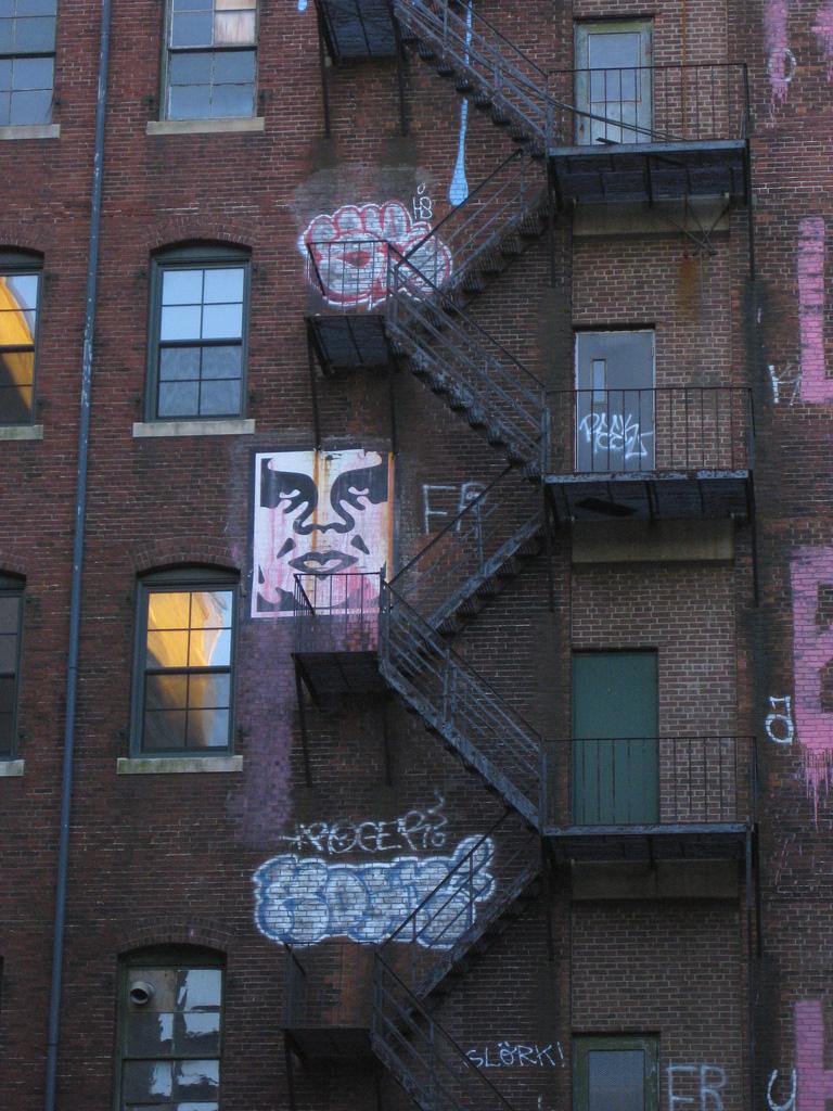 Shepard-Fairey-Obey-giant-wall-graffiti-street-art-urbain-mural-boston-2010-UK---web