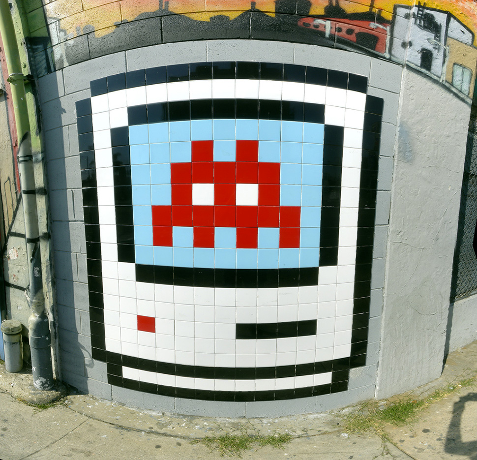 Space-Invader-Mac-Icon-on-Beverly-2006-web