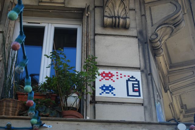 Space-Invader-Paris-kit-invasion-spray-invader-bomb-graffiti-web