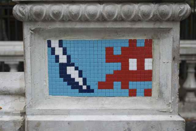 Space-invader-Paris-2011-painting-street-art-urbain-web