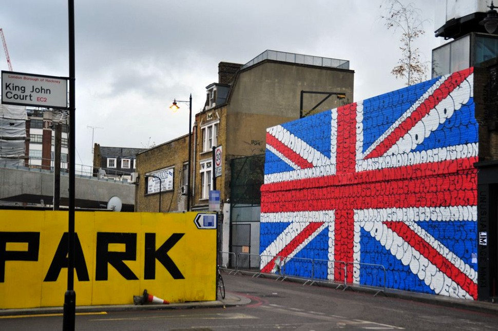 Tilt-union-jack-Londres-London-graffiti-street-art-urbain-flop-throw-up-2011_2-web