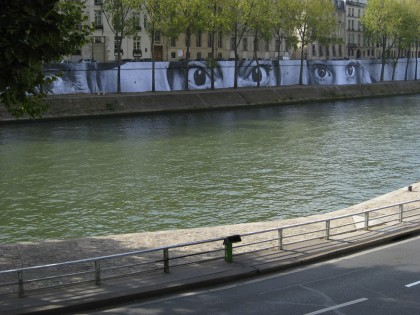JR – Women are Hereos – Paris Quai de Seine 2009