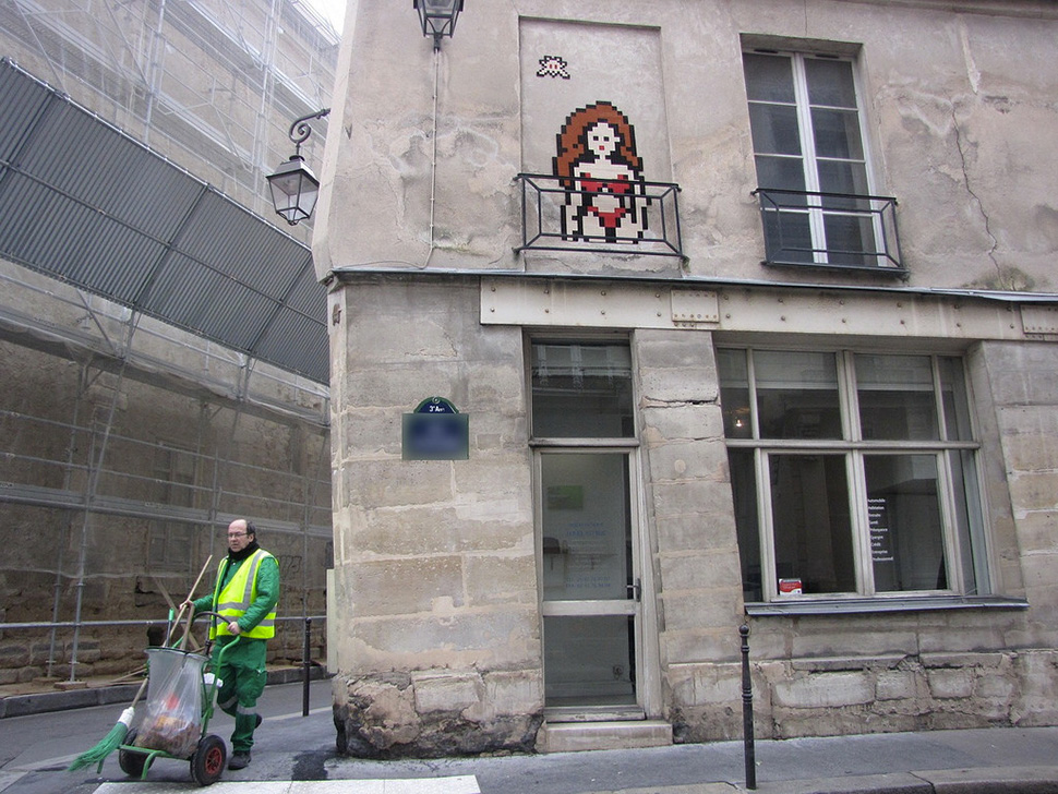 Invader-invasion-paris-france-2014-street-art-urbain-space-invaders-rubik's-cube-2