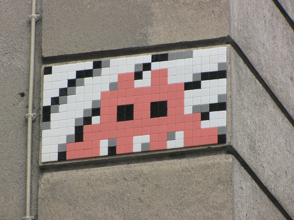 Invader-invasion-paris-france-2014-street-art-urbain-space-invaders-rubik's-cube-5