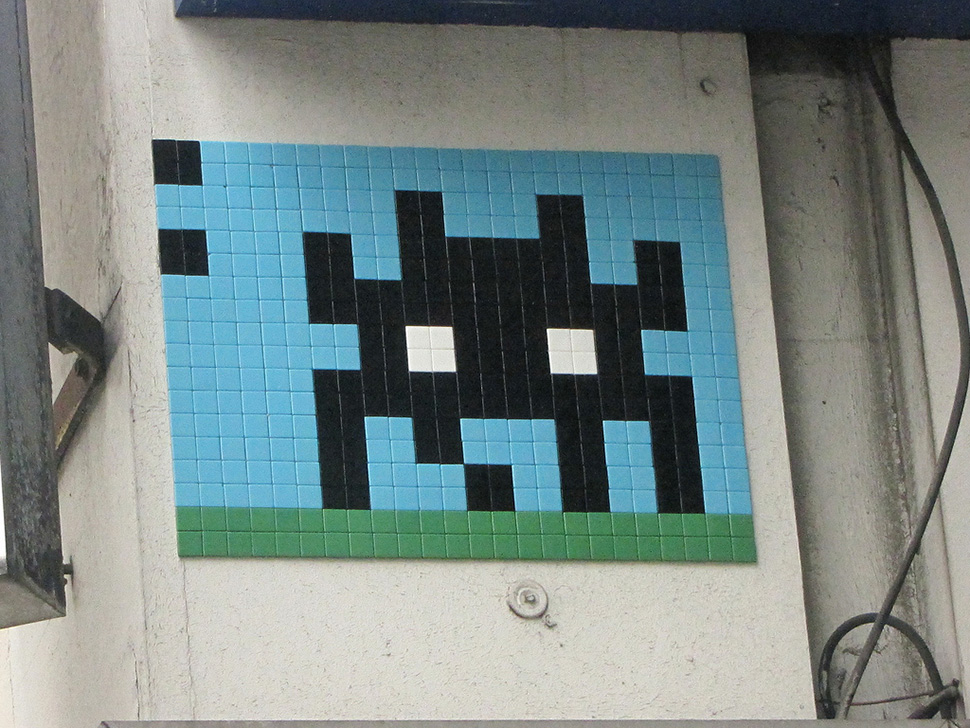 Invader-invasion-paris-france-2014-street-art-urbain-space-invaders-rubik's-cube-6
