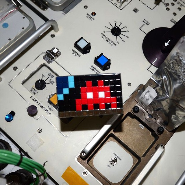 invader_redu_cologne_espace_space_two_Art4space_Agence_Spatiale_Europeenne_Station_spatiale_internationale_mosaique_street_art_2