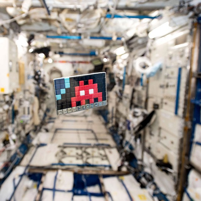 invader_redu_cologne_espace_space_two_Art4space_Agence_Spatiale_Europeenne_Station_spatiale_internationale_mosaique_street_art_3