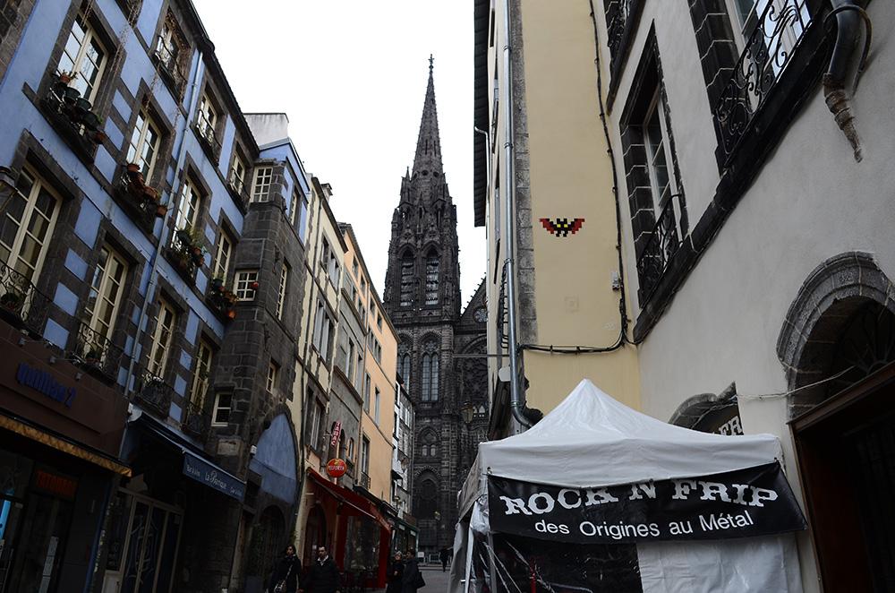 Invader-Clermont-Ferrand-invasion-Short-Film-Festival-CLR_24-Cathedrale-Notre-Dame-de-Assomption-2