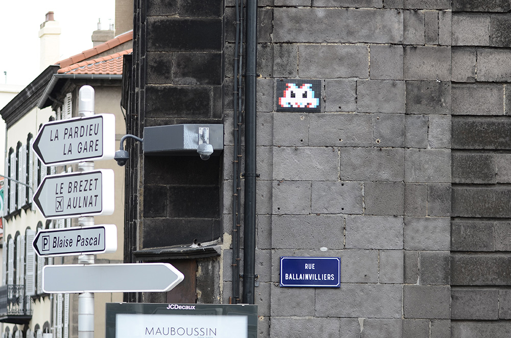 Space-Invader-Clermont-Ferrand-invasion-Festival-Court-Metrage-CLR_10-street-art-FlashInvaders-2