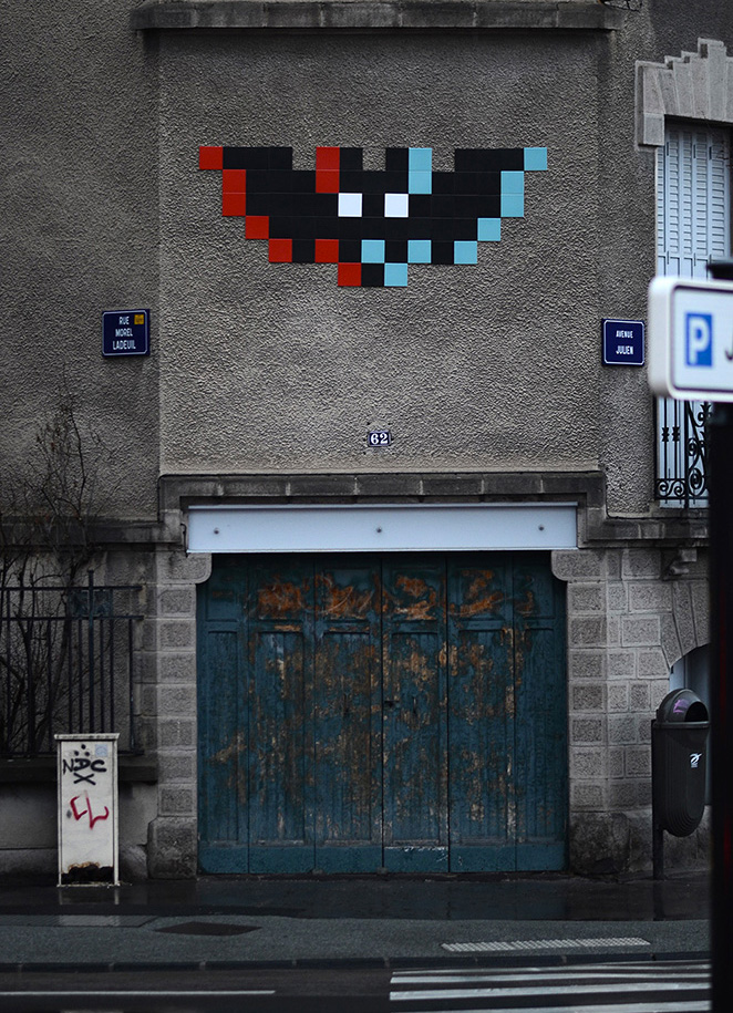 Space-Invader-Clermont-Ferrand-invasion-Festival-Court-Metrage-CLR_20-street-art-Bat-3D-2