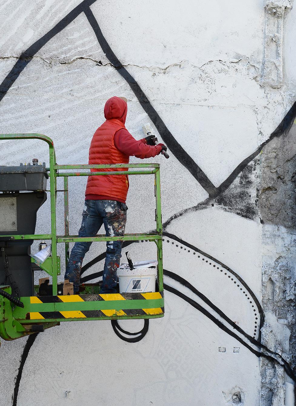 Ella et Pitr Le coup de pied à la lune Mur Graffiti Football