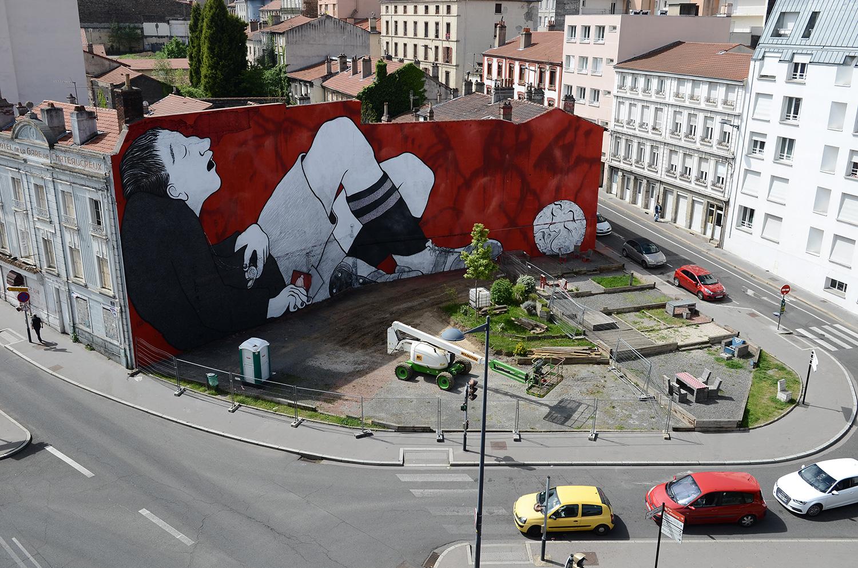 Ella-Pitr-Papiers-Peintres-Saint-Etienne-Chateaucreux-Le-coup-de-pied-à-la-lune-Mur-Graffiti-Football-4