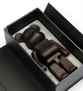 Kaws Original Fake Nexus 7 karimoku-400%-wooden-bearbrick 2007 edition 400 sculpture art detail box