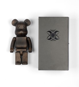 Kaws Original Fake Nexus 7 karimoku-400%-wooden-bearbrick 2007 edition 400 sculpture art original box