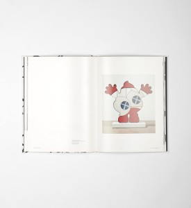 kaws-mans-best-friend-book livre-honor-fraser-gallery-los-angeles detail 1