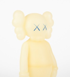 KAWS-COMPANION-FIVE-YEARS-LATER-BLUE-GLOW-IN-THE-DARK-Medicom-Toy-2004-4