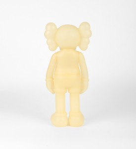 KAWS-COMPANION-FIVE-YEARS-LATER-BLUE-GLOW-IN-THE-DARK-Medicom-Toy-2004-7