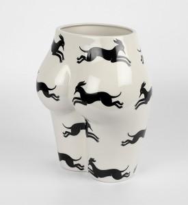 Parra-vaso-di-culo-CASE-STUDYO-porcelain-vase-chopped-female-figure-2