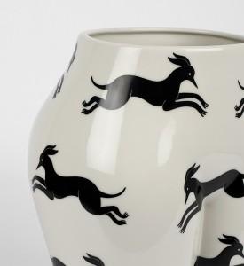 Parra-vaso-di-culo-CASE-STUDYO-porcelain-vase-chopped-female-figure-3