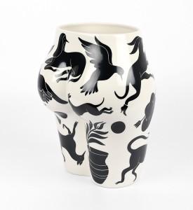 Parra-vaso-di-culo-MURAL-CASE-STUDYO-porcelain-vase-Belgium-sculpture-4
