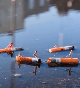 Slinkachu-Displeasure-Beach-Woolwich-London-2011-print-Andipa-Gallery-4
