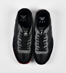invader-franck-slama-01-point-sneakers-black-invasion-box-2007-edition-1500-3