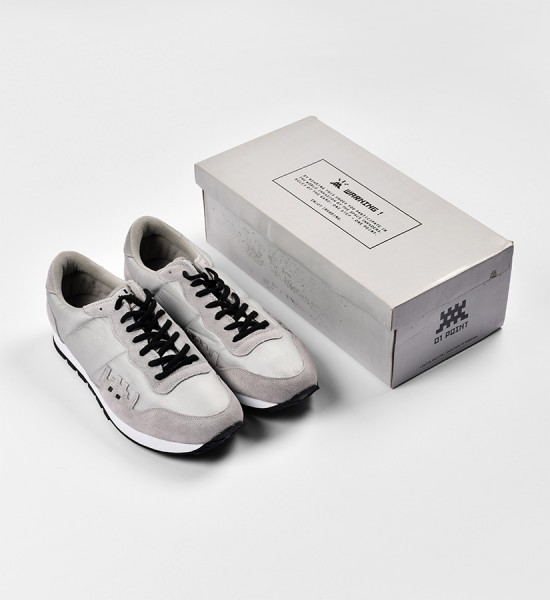invader-franck-slama-01-point-sneakers-grey-invasion-box-2007-edition-1500