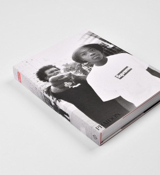Supreme-Phaidon-Press-book-skate-Livre-New-York-Larry-Clark-Ari-Marcopoulos-David-Sims
